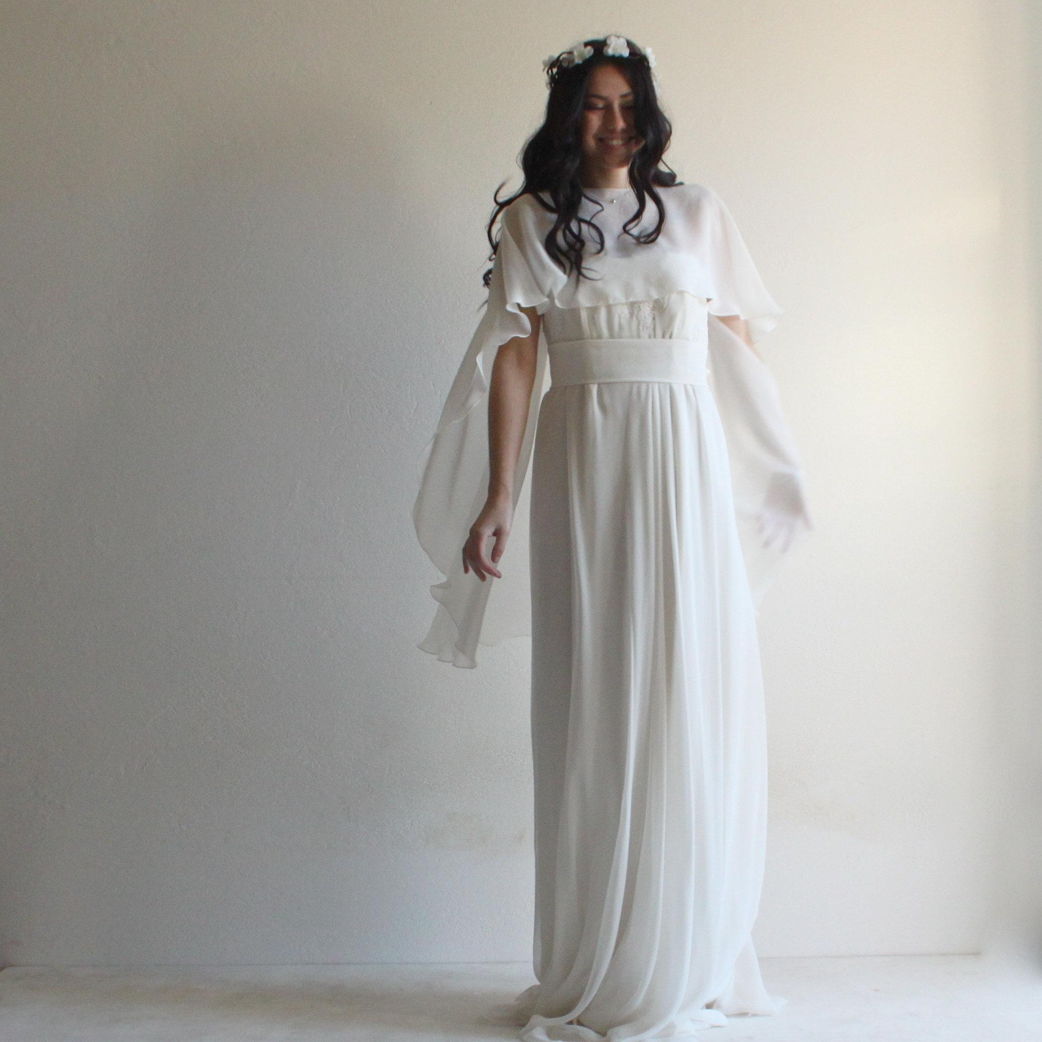 new concept 7e5c5 afcdf Mantellina da sposa, scialle sposa, mantellina in seta, coprispalle sposa,  mantella bianca, scialle di seta, scialle bianco
